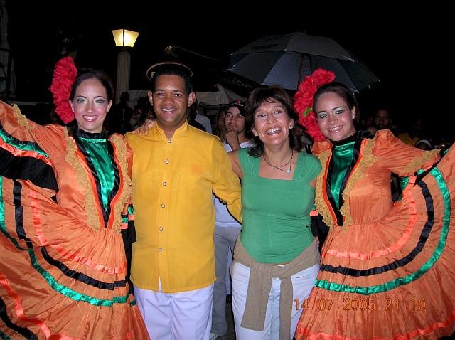 Integrantes del Ballet Folklórico Dominicano de la Secretaría de Turismo e Invitada