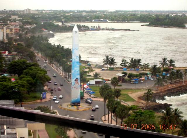 Obelisco en el Malecón de Santo Domingo en homenaje a las hermanas Mirabal