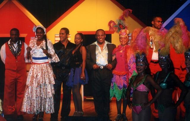 Manny Contreras, cantantes y bailarines. Teatro del Iberostar Bábaro.