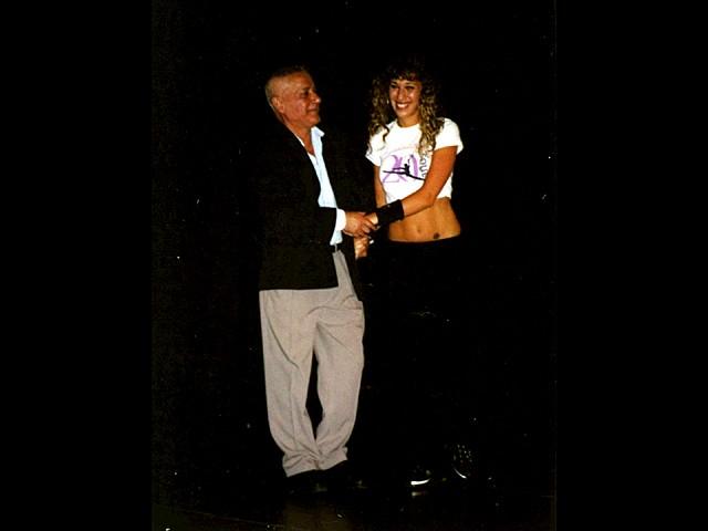 El Maestro Alberto Agüero y su Alumna, hoy Bailarina y Profesora, Cynthia Snaidman. Teatro Astral 17dic2005<br>25-9373 [Foto Carlos Palacios]