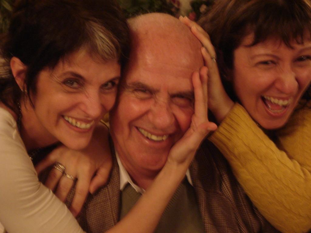[Foto Héctor Maugeri]<br>Graciela Maugeri, Pedro Weismann, Mónica Lotártaro, el martes 4 julio 2006, cumpleaños de Alberto Agüero, subsuelo Geba.