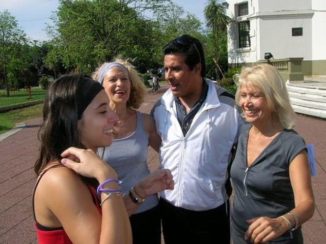 Natalia Gonzalez Cataldo, Olga Machalek, Walter Herrera, Mónica Cataldo el domingo de lluvia 12oct2008 en Geba San Martín