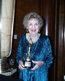 Gloria Stuart with her award, just beaming!